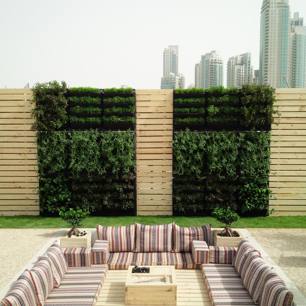 Mur végétal extérieur - Dubai  Partenaire The Kontainer